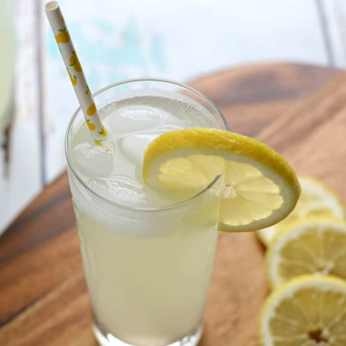 sugar-free lemonade in a glass with a straw and lemon slice