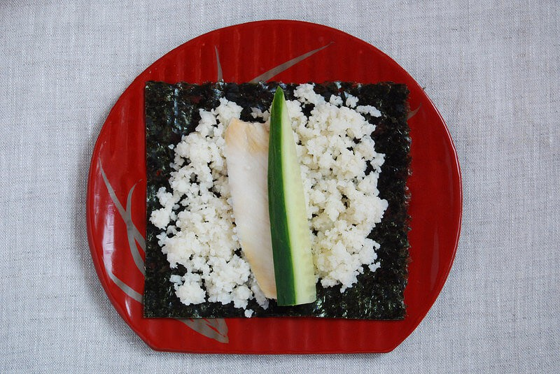 Easy Grain-free sushi recipe - Make this temaki sushi - great for a family dinner or for a large party